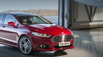 Ford Mondeo rojo